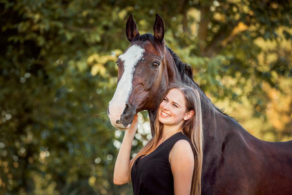 Emily und ihre Jungs • Pferd-Hund-Mensch Fotoshooting in Stuttgart